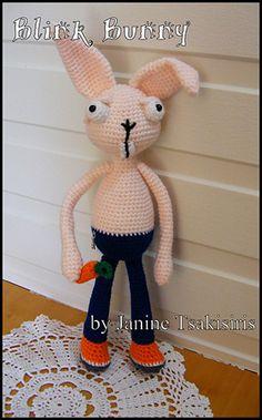 Blink Bunny - Free Crochet Pattern by #NeensCrochetCorner | Featured at Neen's Crochet Corner - Sponsor Spotlight Round Up via @beckastreasures | #fallintochristmas2016 #crochetcontest #spotlight #crochet #roundup