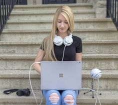 Girlyaddict ♥️ Emma Verde, Geeks, Pretty Girls, Youtubers, Jay, Geek Stuff, Girly, France, Cool Stuff