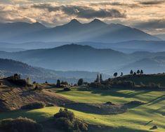 Lesnické sedlo a Belianske Tatry (Marián Béreš) Poland, Paths, Restoration, Mountains, Nature, Travel, Bonito, Places, Naturaleza
