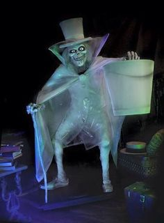 """Haunted Mansion """"Hatbox Ghost"""" Replica Figure - handmade by Kevin Kidney Jody Daily Halloween Prop, Disney Halloween, Halloween Ghosts, Holidays Halloween, Halloween Decorations, Halloween Stuff, Halloween Ideas, Halloween Lawn, Halloween Artwork"""