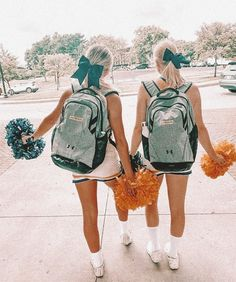 Cheer Team Pictures, Cute Friend Pictures, Best Friend Pictures, Cute Pictures, Cheer Picture Poses, Cheer Poses, Best Friends Shoot, Cute Friends, Cheers Photo