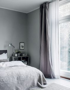 Selecting curtains for a key room generally is a minefield, so we've put collectively our favorite bed room curtain concepts that can assist you A sup. Rustic Master Bedroom, Guest Bedroom Decor, Bedroom Curtains, Gray Interior, Interior Design, Zen Home Decor, Bedroom Green, Traditional Bedroom, Minimalist Bedroom
