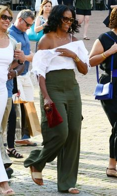 4775238f296f2 Michelle Obama s Newest Vacation Outfit Is Straight From a Mall Brand