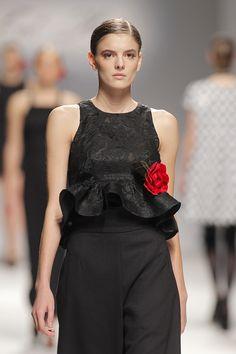 Tot-hom_FW15 #tothom #altacostura #elegancia #modamujer #moda #fashion #desfile #fw15 #Barcelona #Madrid #tendencia #model #modelo #texturas #noche #fiesta #mujerespecial