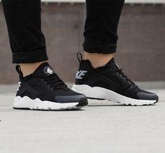 Nike AIR HUARACHE RUN ULTRA https://www.sooco.nl/nike-air-huarache-run-ultra-zwarte-lage-sneakers-28456.html