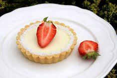 U Tytyny: TARTALETKY S KOKOSOVOU PANNA COTTOU Panna Cotta, Cheesecake, Strawberry, Cooking Recipes, Baking, Tarts, Puff Pastries, Fruit Cakes, Food