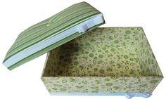 9. Caixa Patchwork verde com tampa almofadada. Área Interna: LxCxA = 17 x 25 x 8. Preço: R$50,00.