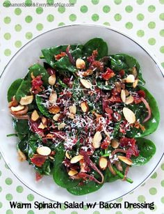 Warm Spinach Salad with Bacon Dressing. Probably my favorite salad! Salada Light, Warm Bacon Dressing, Good Food, Yummy Food, Yummy Treats, Cooking Recipes, Healthy Recipes, What's Cooking, Summer Salads
