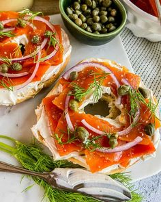 If you, your family or guests are plant-based or allergic to fish, vegan smoked salmon is super easy to make with this vegan lox recipe! Salmon Lox, Smoked Salmon Bagel, Smoked Salmon Breakfast, Vegan Breakfast, Veg Recipes, Delicious Vegan Recipes, Tasty, Vegan Smoked Salmon Recipe, Carrot Lox