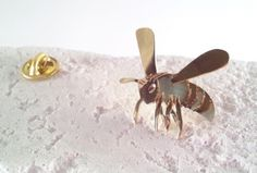 http://www.creema.jp/exhibits/show/id/465753 honey bee brass pin brooch