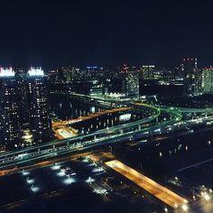 Instagram【mrn410】さんの写真をピンしています。 《観覧車〜〜🎡✨✨ #お台場 #お台場観覧車  #夜景 #高いところが好き #でも怖い #お尻がゾクゾク #ありがとう #たのしかった》