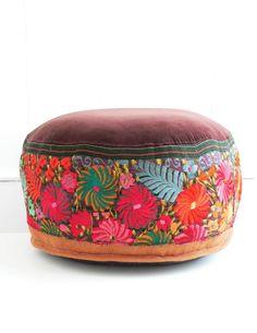 ´puff bordado Diy Pillows, Floor Pillows, Cushions, Ceramic Furniture, Mexican Textiles, Indian Furniture, Pouf Ottoman, Creative Home, Cozy House