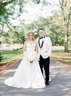 Alabama Purcell Farm Wedding | Alisha Crossley Photography Alabama Wedding Venues, Luxury Wedding Venues, Outdoor Wedding Venues, Farm Wedding, Wedding Decor, Wedding Ideas, Fine Art Wedding Photography, Portrait Photography, Indoor Wedding Ceremonies