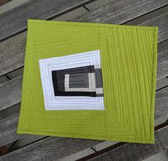 Trivet for FQR 2013 sample swap - She can quilt Hand Quilting Patterns, Quilting Projects, Quilting Designs, Textile Patterns, Quilting Ideas, Sewing Projects, Hanging Quilts, Quilted Wall Hangings, Small Quilts