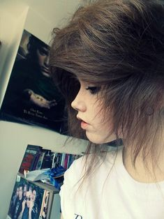 i've always wanted to have hair with this kind of texture. it's so pretty and lo. - i've always wanted to have hair with this kind of texture. it's so pretty and looks soft. Brown Scene Hair, Emo Scene Hair, Brown Hair, Cute Emo Girls, Scene Girls, Grunge Hair, Dream Hair, Favim, Crazy Hair