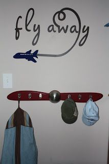 I love the propeller coat rack, have to figure out how to make it since I can find a link to buy it.