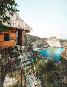 A full guide to the Nusa Penida treehouse (Rumah Pohon). One of the most popular places to stay on Nusa Penida. Also other hotels on Nusa Penida. Great Places, Places To See, Prison, Romantic Honeymoon Destinations, Romantic Vacations, Holiday Destinations, Travel Destinations, Bali Accommodation, Beaches In The World