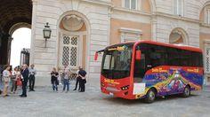 City Sightseeing inaugura il percorso del nuovo bus che collegherà Napoli alla Reggia di Caserta a cura di Redazione - http://www.vivicasagiove.it/notizie/city-sightseeing-inaugura-percorso-del-bus-colleghera-napoli-alla-reggia-caserta/