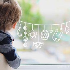 Gezellige paasslinger #raamtekening met bloemetjes, konijn, blaadjes en andere Paasdecoratie. - #andere #blaadjes #bloemetjes #en #Gezellige #konijn #met #negocios #Paasdecoratie #paasslinger #raamtekening Chalkboard Window, Easter Drawings, Christmas Window Decorations, Easter Art, Chalk Markers, Clay Ornaments, Window Art, Egg Decorating, Chalk Art