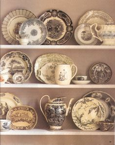 English transferware was predominantly blue and white, but red, brown ...