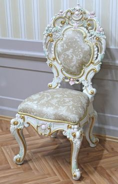 Résultats de recherche d'images pour « chaise venitien » Luxury Bedroom Furniture, Luxury Dining Room, Beautiful Bedroom Designs, Beautiful Bedrooms, Chandelier Wedding Decor, Victorian Furniture, Photo Booth Backdrop, Luxurious Bedrooms, Wood Projects