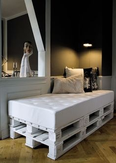 Cool; looks like a crib mattress w/upholstery fabric on pallets. Great potential!