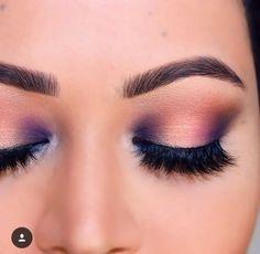 Maquillaje naranja y azul