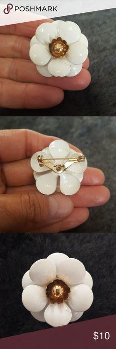 Vintage Sarah Coventry Enamel Pin Vintage Sarah Coventry Enamel Pin 1950's Jewelry Brooches
