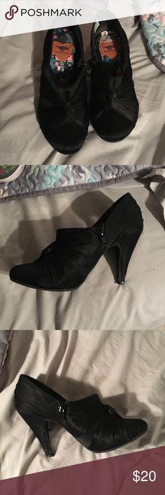 Business attire high heels! 7 1/2 Rocketdog! Like new minimal wear and tear! Size 7 1/2 women. Rocketdog brand! Open to offers! Rocket Dog Shoes Heels