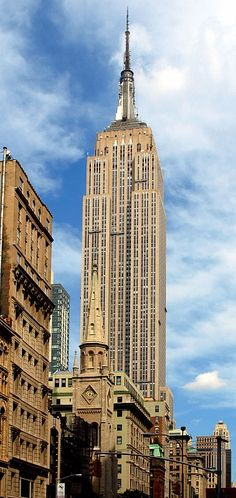Empire State Building in New York by Shreve Lamb & Harmon Assoc. ( completed in 1931, 381 meter/1250 ft, 102 story)