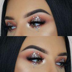 Sternenstaub-Glitzer-Make-up – Star dust glitter makeup – dust glitter makeup Rave Makeup, Glowy Makeup, Drugstore Makeup, Sephora Makeup, Beauty Makeup, Makeup Geek, Makeup Quiz, Disco Makeup, Exotic Makeup