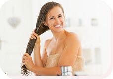 Conditioner mit Kokosöl und ätherischen Ölen Trockene Haare? Diese natürliche Haarpflege kannst du leicht und rasch selber machen, sie ist effektiv und gut für die Haare. Kokosöl ist für die Haare die beste Pflege. Natürliche Antioxidantien pflegen das Haar und sorgen für eine gesunde Kopfhaut. Gemeinsam mit den Wirkstoffen der ätherischen Öle wird dein Haar wieder leicht kämmbar und glänzend. Du brauchst reines Kokosfett am besten Bio aus der Drogerie und doTERRA ätherische Öle ...