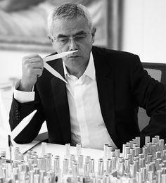 Francois Demachy werd geboren in 1949 in parfumstad Grasse. Behalve parfumeur is hij sinds 2006 ook Artistiek Directeur bij LVMH (Louis Vuitton Moet Hennessy). Hiervoor werkte hij maar liefst 29 jaar voor Chanel waar hij, samen met Jacques Polge, verantwoordelijk was voor vele legendarische Chanel parfums.  Bekijk zijn creaties hier: http://www.scentz.nl/parfumeurs_detail.php?p=21