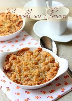Crumble aux pommes caramel beurre salé A recipe for apple crumble to make with salted butter caramel, an easy gourmet dessert with speculoos. Apple or pear, the crumble is fast Gourmet Desserts, Apple Desserts, Easy Desserts, Vegan Recipes Easy, Apple Recipes, Snack Recipes, Dessert Recipes, Dinner Recipes, Crumble Pomme Caramel