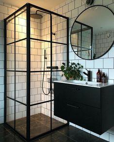 Black White Bathrooms, White Bathroom Decor, Modern Bathroom, Small Bathroom, Industrial Bathroom Design, Bathroom Interior Design, Industrial Living, Dream Bathrooms, Beautiful Bathrooms