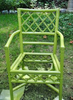 Bamboo chair sprayed in Krylon Ivy Leaf.  Love this green.