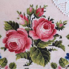 Cross Stitch Designs, Cross Stitch Patterns, Crochet Patterns, Cross Stitch Rose, Cross Stitch Flowers, Rose Bouquet, Diy Flowers, Cross Stitching, Needlepoint