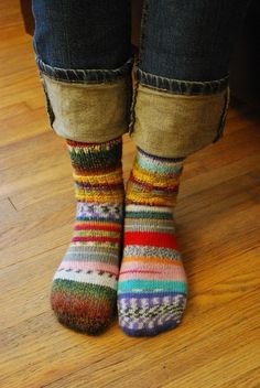 Great way to use up leftover bits of sock yarn: Just make hundreds of the same size socks with all different colors! No need to match socks ever again! Knitting Socks, Hand Knitting, Knitting Patterns, Knit Socks, Style Tribal, My Socks, Warm Socks, Funky Socks, Crazy Socks