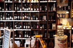 Kaffeerösterei Bortfeld: Im dazugehörigen Café Cortado kann man zwischen einem reichhaltigen Angebot an frisch gerösteten Kaffeesorten und erlesenen Weinen direkt vom Winzer wählen.
