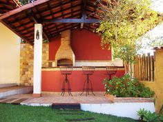 Quem disse que o quintal precisa ficar esquecido e não colaborar com a estética da casa? Pelo contrário, a área externa pode receber uma decoração bem dife