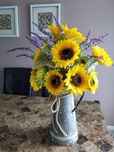 Sunflower Vase, Sunflower Arrangements, Sunflower Kitchen Decor, Sunflower Wreaths, Ikebana, Lavender Centerpieces, Sunflower Table Centerpieces, Summer Centerpieces, Kitchen Centerpiece