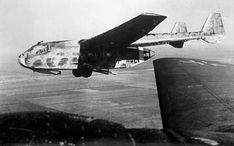 Skonstruowany przez inż. Alberta Kalkerta szybowiec desantowy Go 242 powstał z aprobatą Ministerstwa Lotnictwa Rzeszy, ponieważ mieścił niemal trzykrotnie więcej żołnierzy od używanego dotąd szybowca DFS 230. Krótka centralną gondolę stanowiła kratownica z rur stalowych z poszyciem płóciennym, spoczywająca na odrzucanym po starcie wózku dwukołowym (do lądowania służyły dwie wystawiane płozy).  Więcej: http://aviaclubpoland.blogspot.com/2015/09/gotha-go-242244.html#more