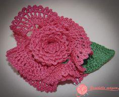 flor flamenca fucsia tejida en ganchillo