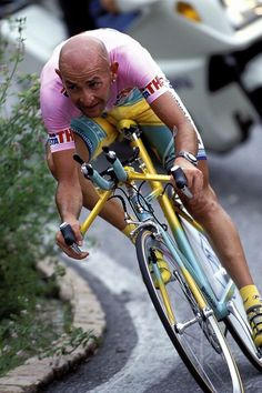 Giro d'Italia 1998. 06-06-1998, 21^Tappa. Mendrisio - Lugano (cron.). Marco Pantani (1970-2004) in maglia rosa