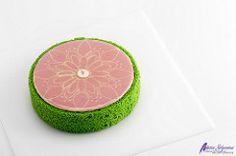 Pastel Mandala. Curso de Pastelería Online. ¿Habéis probado alguna vez la guayaba? ¡Nosotros sí, y fue todo un descubrimiento! Su sabor, su sorprendente color escondido tras la delicada piel verde, y su esencia tropical tenían que convertirse en un pastel! http://www.aprenderpasteleria.com/tarta-mandala/ ---- Programa de Cursos 2016: www.pastrycampus.com https://youtu.be/5ieBscK6ftY ---- Программа Курсов 2016: www.pastrycampus.ru https://youtu.be/aH8dgEe7i4c