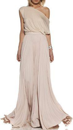 Combina tu pieza de Transparent Sculptural Jewelry/Barcelona-Gold Collection de pendiente único de gran pluma con una pieza asimétrica, como este vestido vaporoso color nude mostrado por fashforfashion.