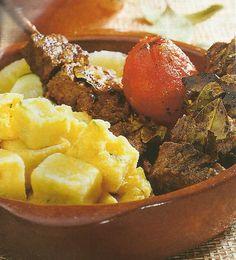 Espetada de Carne em Pau de Loureiro - http://www.receitassimples.pt/espetada-de-carne-em-pau-de-loureiro/