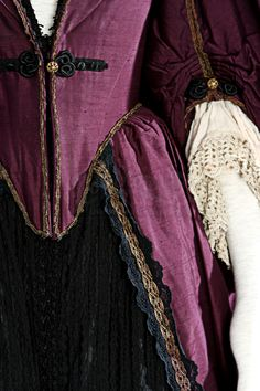 detail of sleeves, bodice trim, etc. another pinner said: Elizabeth Swann (Keira Knightley) Purple Dress and Shoes