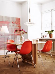 Modern Red Accent Chair Dining Ideas – Home Decor Ideas Planchers En Chevrons, Red Accent Chair, Accent Chairs, Beautiful Interior Design, Interior Photography, Home And Deco, Dining Room Design, Dining Area, Style At Home