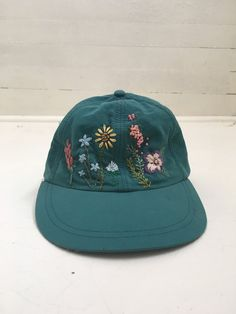 if the rest of your outfit is on point and hot then this hat may be worn and not as a time capsule to being 5 Marie Instagram, Mode Hipster, Look Man, Jackett, Dad Hats, Soft Grunge, Looks Cool, Going Out, What To Wear